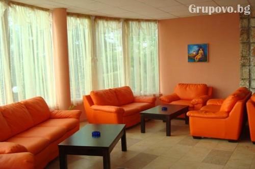 Нощувка в стая с изглед море на човек + басейн в Хотел Вежен,  к.к. Чайка, Златни пясъци, снимка 6