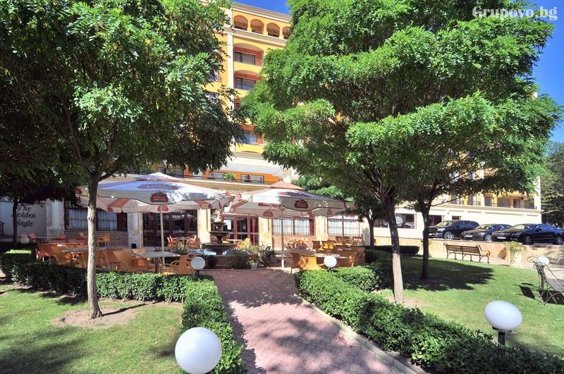 Нощувка за 3-ма възрастни + 1 или 2 деца до 12.99г. в самостоятелен апартамент от хотел Парадайз Грийн парк, ***, Златни пясъци, снимка 12