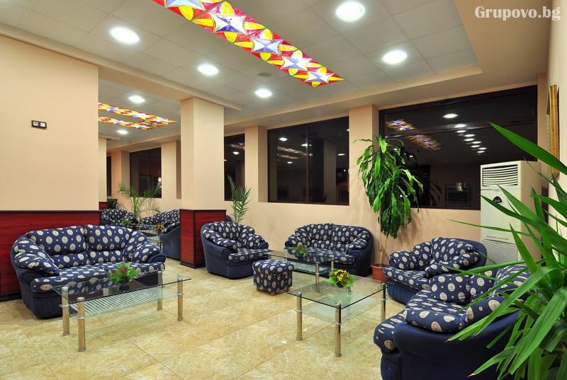 Нощувка за 3-ма възрастни + 1 или 2 деца до 12.99г. в самостоятелен апартамент от хотел Парадайз Грийн парк, ***, Златни пясъци, снимка 22