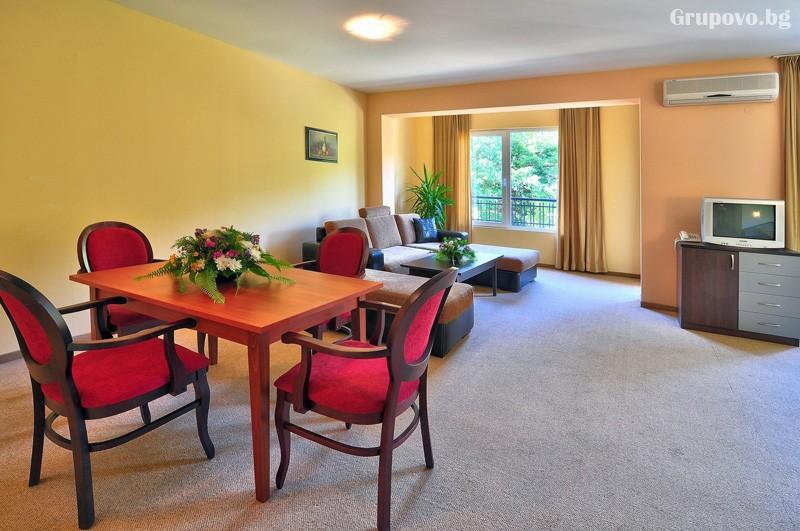 Нощувка за 3-ма възрастни + 1 или 2 деца до 12.99г. в самостоятелен апартамент от хотел Парадайз Грийн парк, ***, Златни пясъци, снимка 32