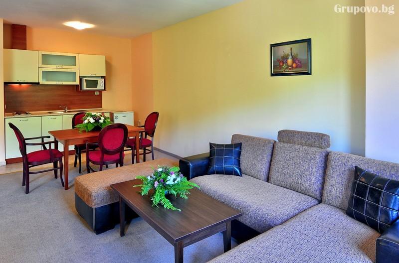 Нощувка за 3-ма възрастни + 1 или 2 деца до 12.99г. в самостоятелен апартамент от хотел Парадайз Грийн парк, ***, Златни пясъци, снимка 18
