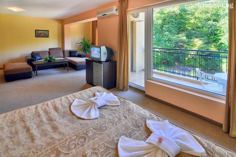 Нощувка за 3-ма възрастни + 1 или 2 деца до 12.99г. в самостоятелен апартамент от хотел Парадайз Грийн парк, ***, Златни пясъци, снимка 33