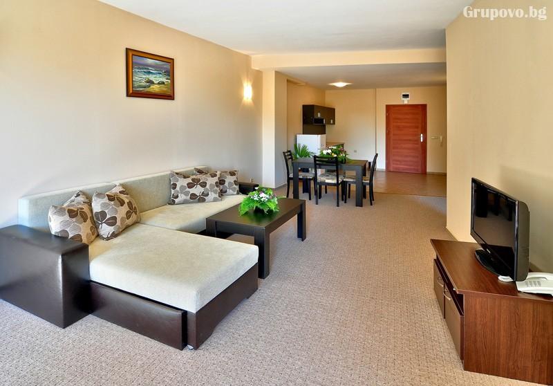Нощувка за 3-ма възрастни + 1 или 2 деца до 12.99г. в самостоятелен апартамент от хотел Парадайз Грийн парк, ***, Златни пясъци, снимка 15
