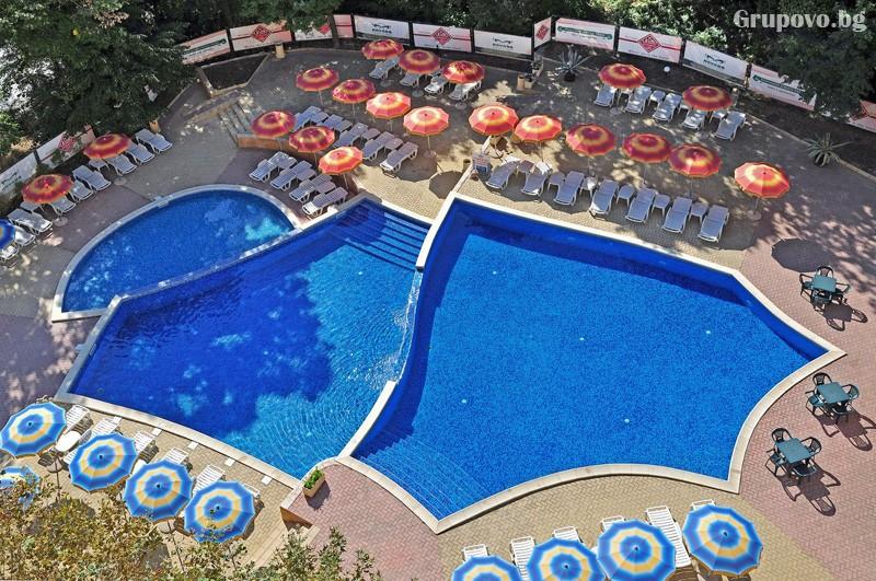 Нощувка за 3-ма възрастни + 1 или 2 деца до 12.99г. в самостоятелен апартамент от хотел Парадайз Грийн парк, ***, Златни пясъци, снимка 3