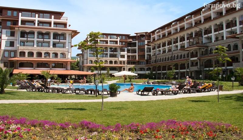 Нощувка на човек + ползване на басейн от Апарт хотел Олимп, Свети Влас, снимка 12