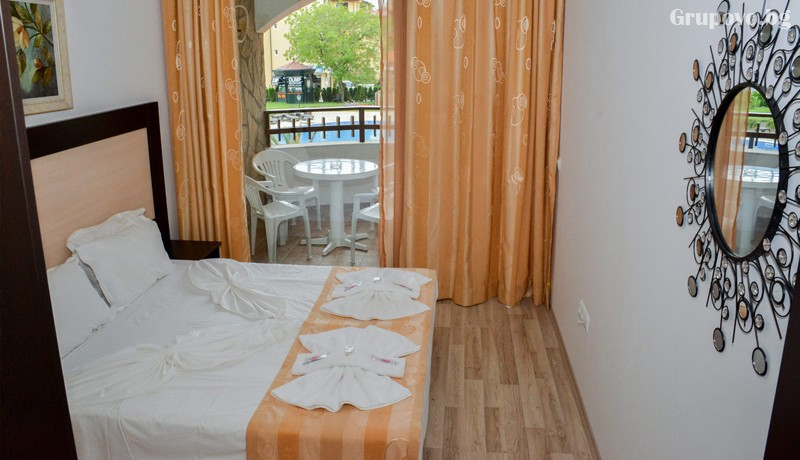 Нощувка на човек + ползване на басейн от Апарт хотел Олимп, Свети Влас, снимка 4