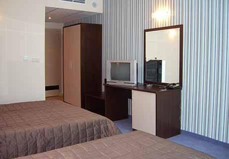 На ПЪРВА линия в Поморие! Нощувка за двама или трима от хотел Съни Бей, снимка 8