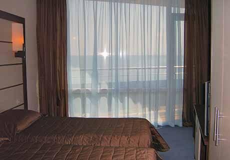 На ПЪРВА линия в Поморие! Нощувка за двама или трима от хотел Съни Бей, снимка 9