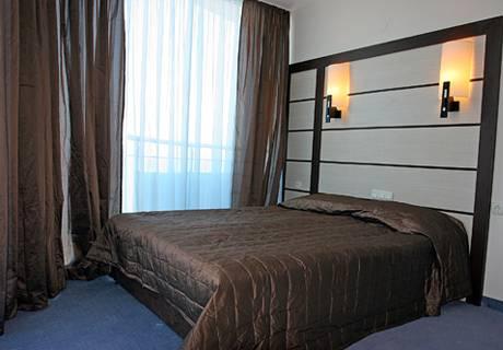 На ПЪРВА линия в Поморие! Нощувка за двама или трима от хотел Съни Бей, снимка 10
