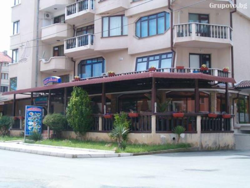 Хотел Мари, Равда
