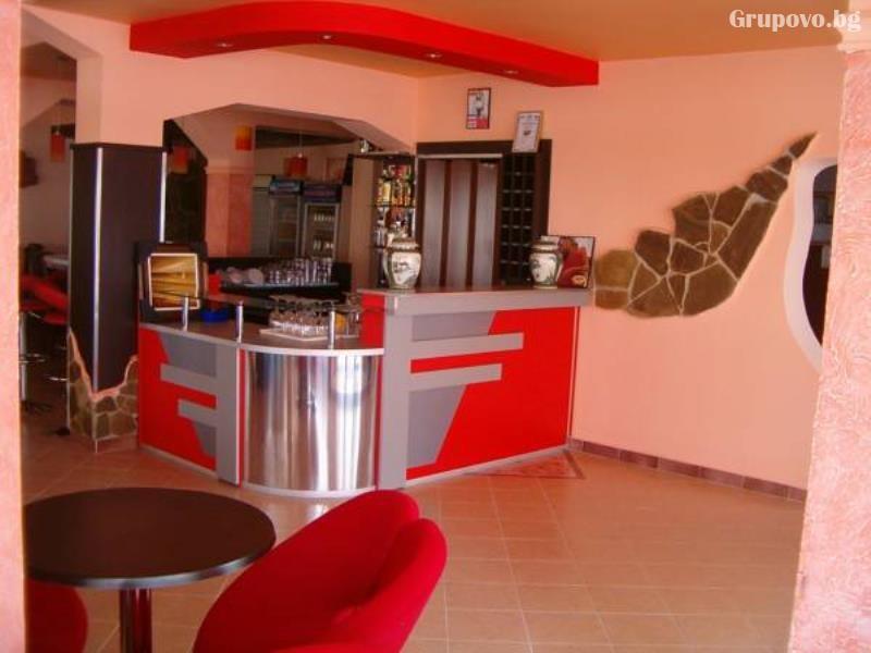 Лято 2021 в Равда само на 50 м. от плажа! Нощувка на човек на супер цена в хотел Мари, снимка 8