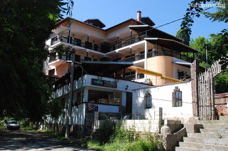Наем на хотел за компания от 15 човека за 1 нощувка + басейн от Семеен хотел Илинден, Шипково до Троян, снимка 4