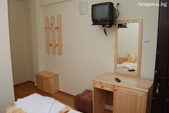 Наем на хотел за компания от 15 човека за 1 нощувка + басейн от Семеен хотел Илинден, Шипково до Троян, снимка 8