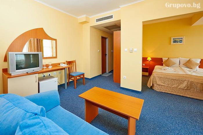 Нощувка за двама със закуска и вечеря в хотел Парадайс, Поморие. Две деца до 11.99 - БЕЗПЛАТНО!, снимка 11