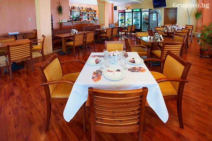 Нощувка за двама със закуска и вечеря в хотел Парадайс, Поморие. Две деца до 11.99 - БЕЗПЛАТНО!, снимка 5