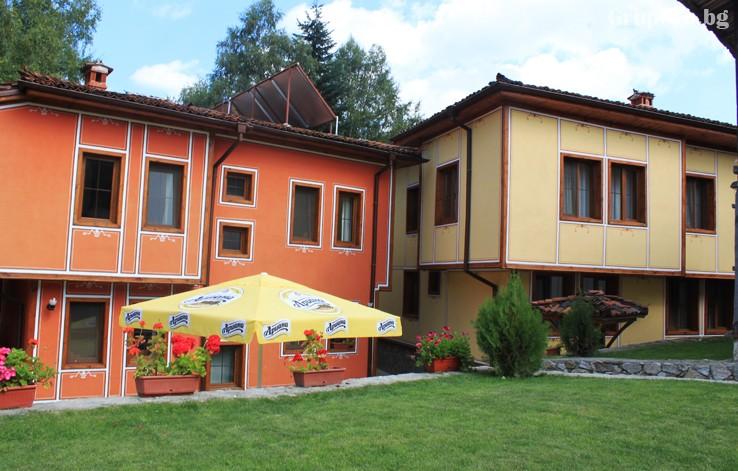Делник в Копривщица. Нощувка на човек със закуска и вечеря + басейн само за 39 лв. в Тодорини къщи, снимка 10