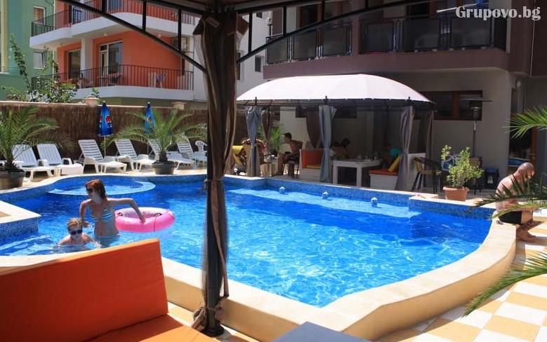 Юни в Приморско! Нощувка на човек със закуска и вечеря + басейн в хотел Мираж, снимка 3
