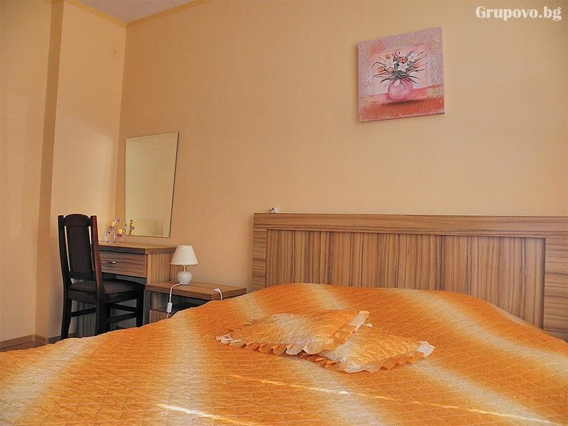 Нощувка със закуска* на човек + джакузи с минерална вода от хотел Витяз Хаус, Велинград, снимка 6