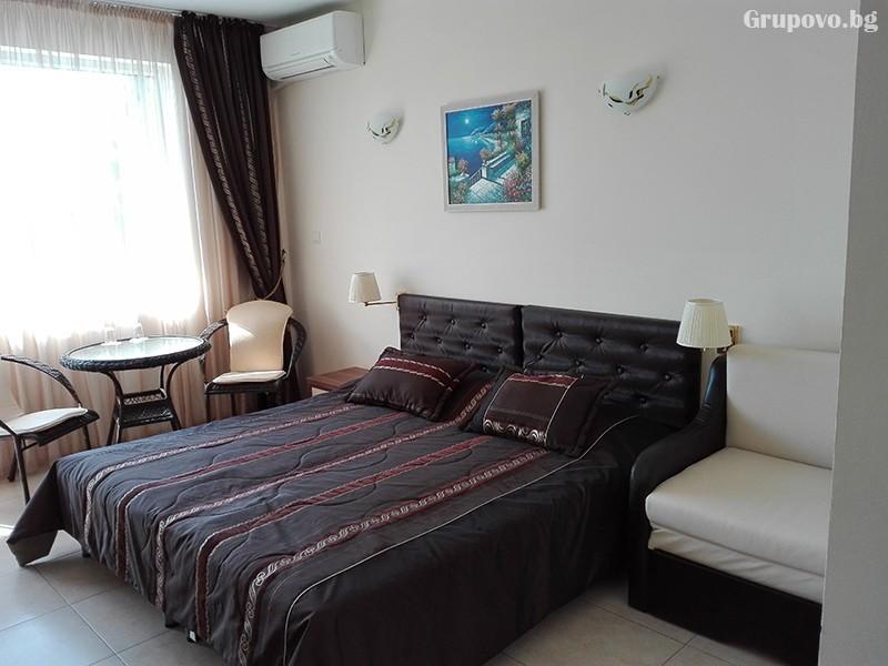 Семеен хотел Ренесанс - Кораба, Равда, снимка 3