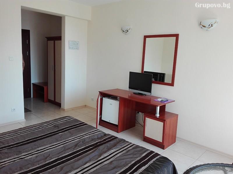 Семеен хотел Ренесанс - Кораба, Равда, снимка 5