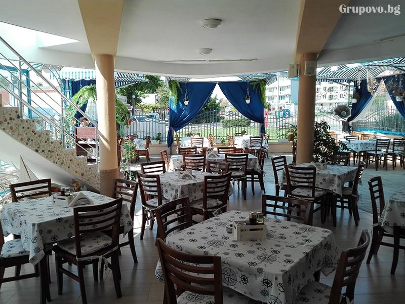 Семеен хотел Ренесанс - Кораба, Равда, снимка 2