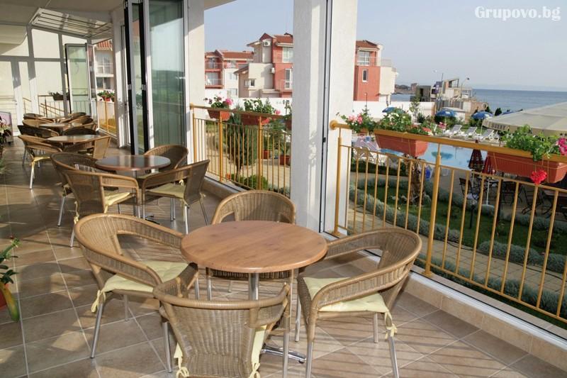 Лято в Созопол на 50м. от плажа! Нощувка на човек със закуска, обяд и вечеря + басейн в хотел Съни***, снимка 26