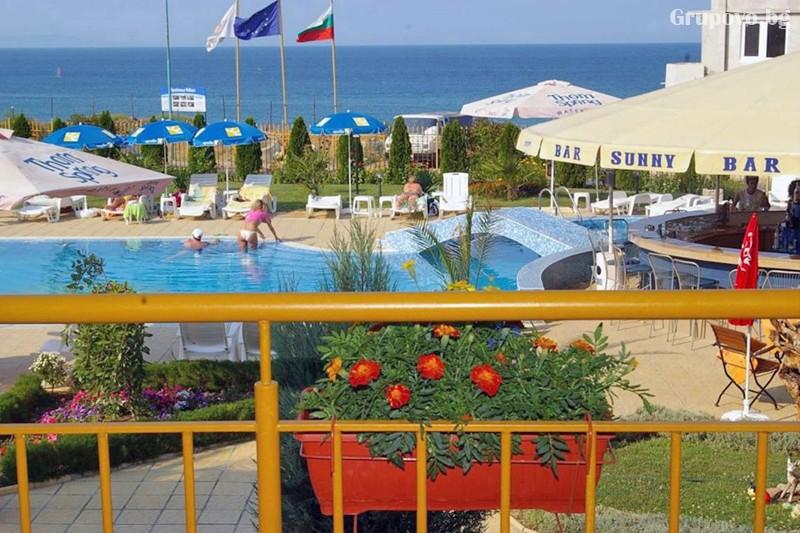 Лято в Созопол на 50м. от плажа! Нощувка на човек със закуска, обяд и вечеря + басейн в хотел Съни***, снимка 24