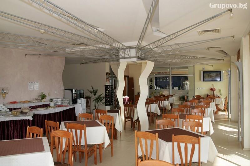Лято в Созопол на 50м. от плажа! Нощувка на човек със закуска и вечеря + басейн в хотел Съни***, снимка 25
