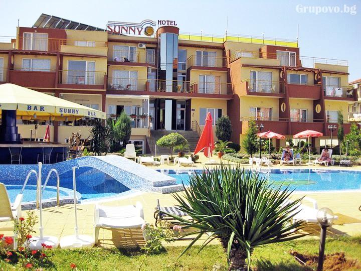 Лято в Созопол на 50м. от плажа! Нощувка на човек със закуска, обяд и вечеря + басейн в хотел Съни***, снимка 14
