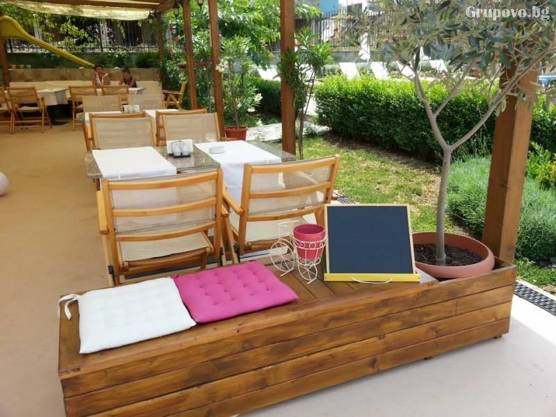 Нощувка на човек със закуска и вечеря + басейн на 150 м. от плажа в хотел Музите, Созопол, снимка 13