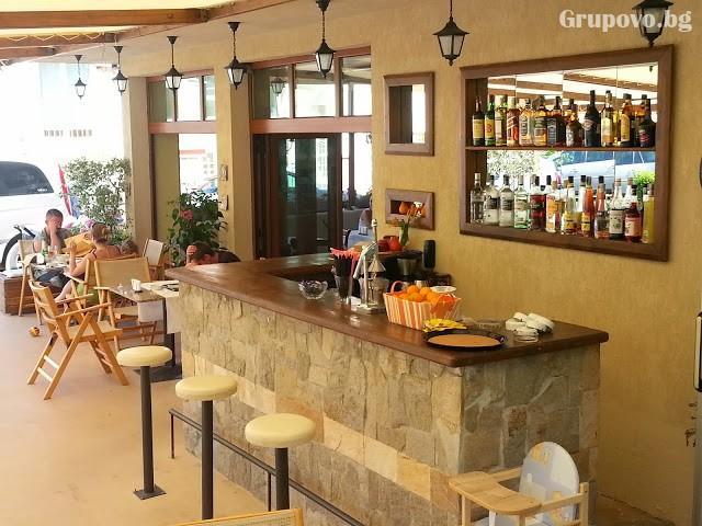 Нощувка на човек със закуска и вечеря + басейн на 150 м. от плажа в хотел Музите, Созопол, снимка 16