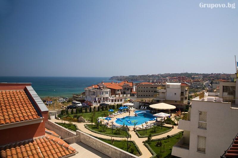 Нощувка на човек със закуска и вечеря + басейн на 150 м. от плажа в хотел Музите, Созопол, снимка 4