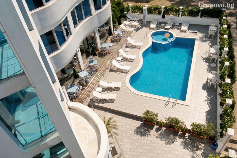 Лято в Лозенец на ТОП ЦЕНИ! Нощувка на човек със закуска + басейн в хотел Ариана., снимка 13