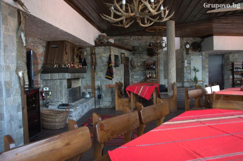 Усетете топлината на една традиционна семейна Коледа в Родопите от хотел Емили, Сърница! 2 или 3 нощувки на човек със закуски и 2 традиционни вечери + релакс пакет, снимка 7