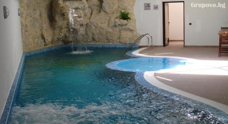 Нощувка на човек с изхранване по избор + топъл басейн и релакс пакет в хотел Сънрайз**** Банско, на метри от лифта, снимка 6
