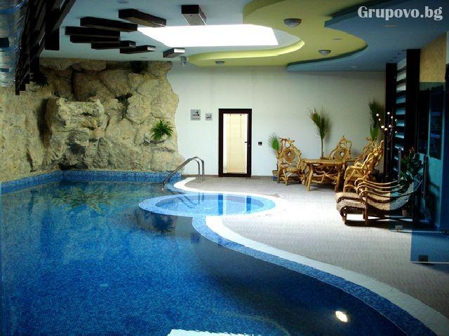Нощувка на човек с изхранване по избор + топъл басейн и релакс пакет в хотел Сънрайз**** Банско, на метри от лифта, снимка 3