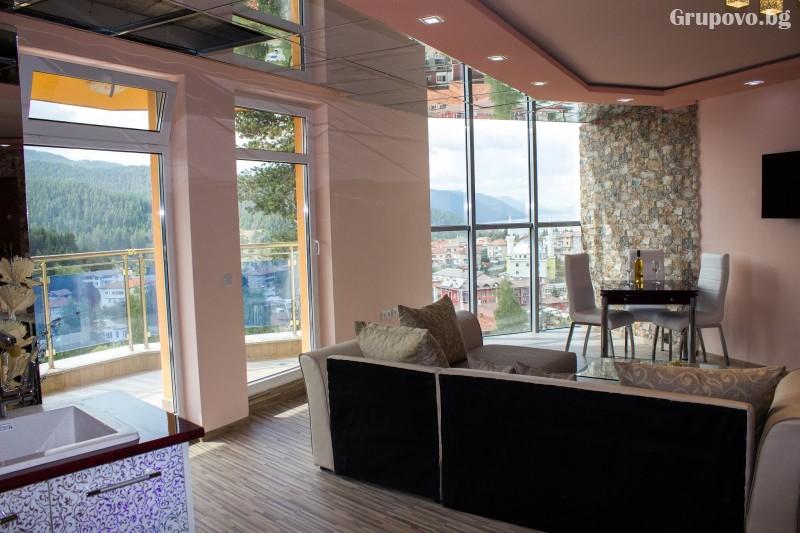 Почивка на язовир Доспат! Нощувка със закуска и вечеря на човек в апартамент с джакузи от хотел Сафи., снимка 12