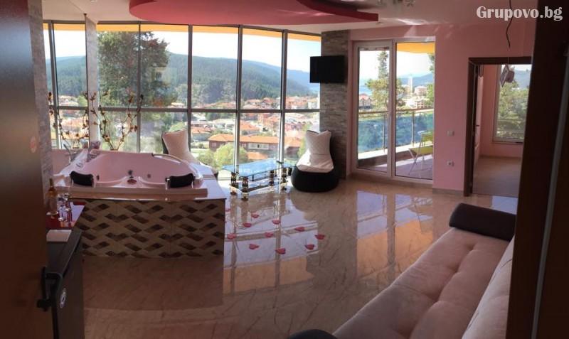 Почивка на язовир Доспат! Нощувка със закуска и вечеря на човек в апартамент с джакузи от хотел Сафи., снимка 8