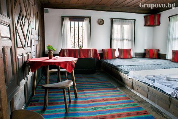 Нощувка със закуска на човек в Хаджигергевата къща, Жеравна, снимка 16
