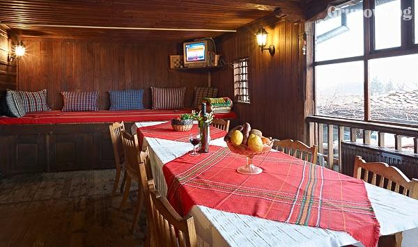 Нощувка със закуска на човек в Хаджигергевата къща, Жеравна, снимка 12