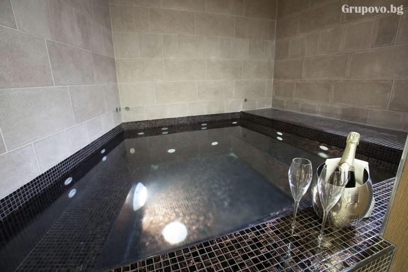 Нощувка на човек със закуска и вечеря + басейн и релакс зона от хотел Амира****, Банско, снимка 5