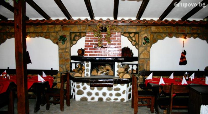 Нощувка на човек със закуска и вечеря от фамилна къща и механа Ореха, Банско, снимка 6