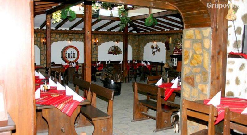 Нощувка на човек със закуска и вечеря от фамилна къща и механа Ореха, Банско, снимка 7