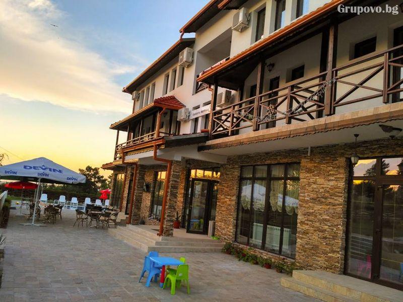 Почивка в Източни Родопи! 2+ нощувки на човек със закуски и вечери + басейн, шезлонг и чадър в хотел Хефес, край с. Кралево,, снимка 5