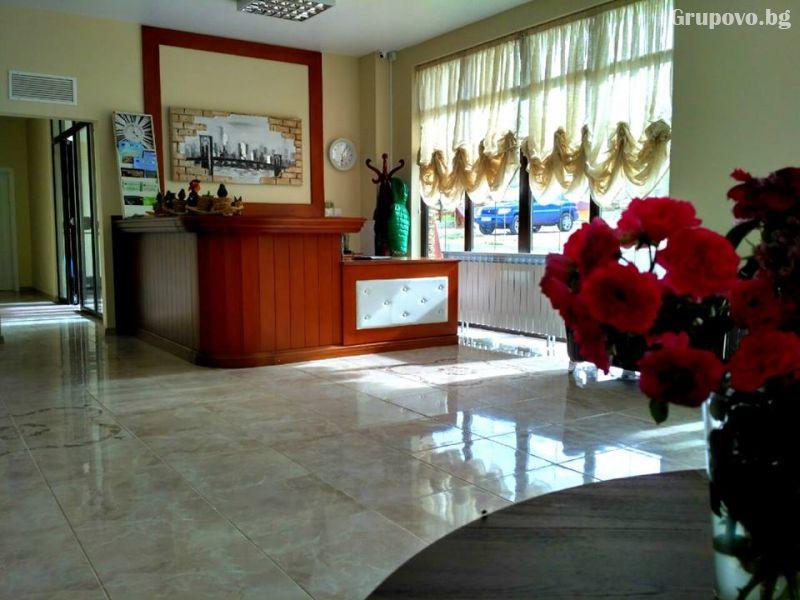 Почивка в Източни Родопи! 2+ нощувки на човек със закуски и вечери + басейн, шезлонг и чадър в хотел Хефес, край с. Кралево,, снимка 3