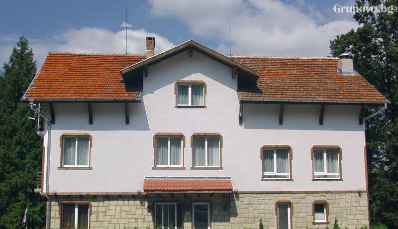 Хотел Незабравка, с. Поповци, снимка 2