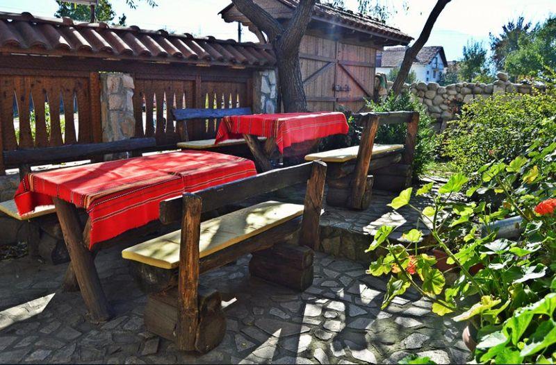 Нощувка на човек от хотел Крайпътен рай в с. Баня до Банско, снимка 3