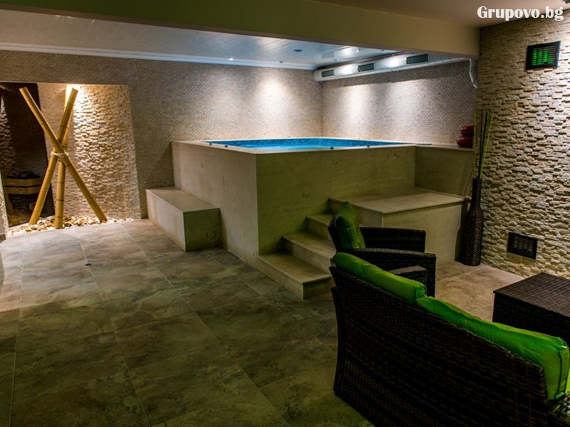 Свети Валентин в Павел баня! 2 нощувки за ДВАМА със закуски и вечери, едната празнична + релакс зона от хотел-ресторант Аризона, снимка 3