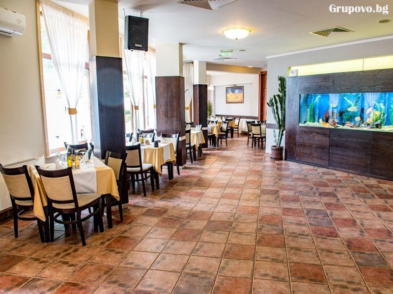 Свети Валентин в Павел баня! 2 нощувки за ДВАМА със закуски и вечери, едната празнична + релакс зона от хотел-ресторант Аризона, снимка 10