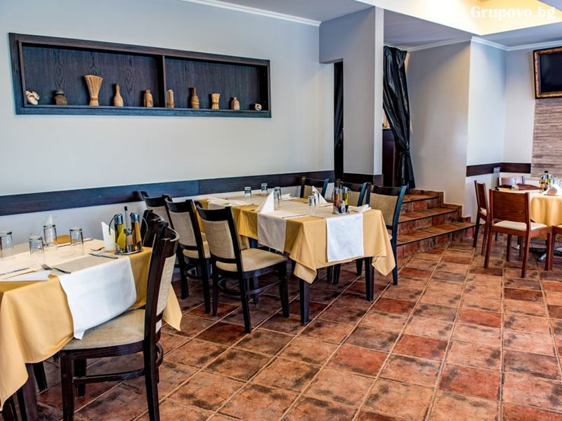 Свети Валентин в Павел баня! 2 нощувки за ДВАМА със закуски и вечери, едната празнична + релакс зона от хотел-ресторант Аризона, снимка 11